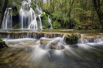 Учени успяха да раздвижат снимка с водопад