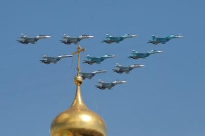 Руски бойни самолети Су-30СМ, Су-34 и Су-35С