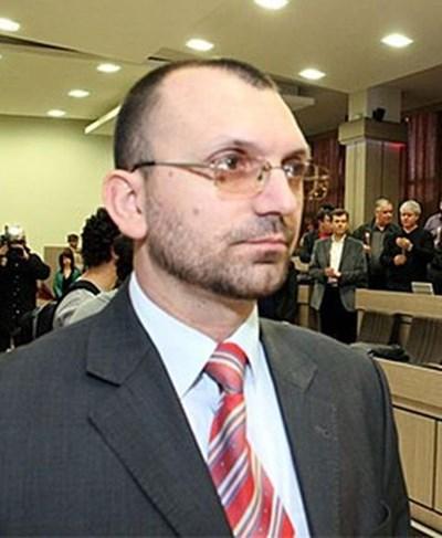 Областният управителна Бургас черпи верниприятели