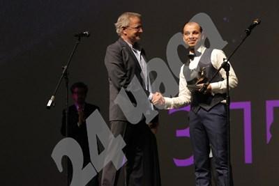 Голямата награда за първо място беше връчена лично от Кристоф Ламбер. Снимки РУМЯНА ТОНЕВА СНИМКА: 24 часа