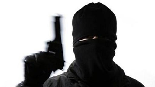 Маскиран и с пистолет задигна 1000 лева от банка в София. Обирът бил заснет от камерите