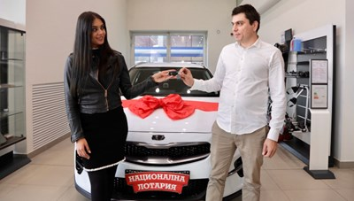 Цветомир Анчев получава ключовете от спечелената от него кола през декември 2019 г., малко след като е станал дарител на ВМРО.