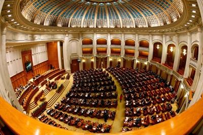 Румънските депутати одобриха днес 40-процентно повишаване на пенсиите. СНИМКА: РОЙТЕРС