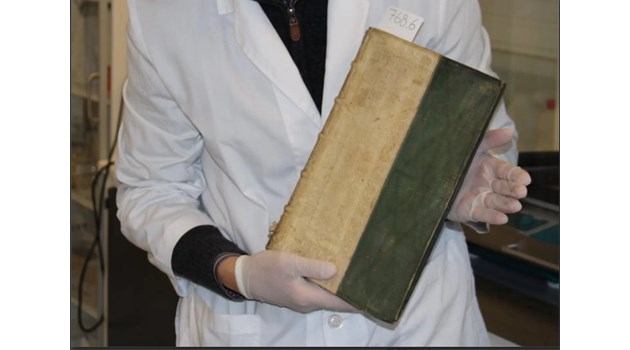 Откриха 3 ренесансови книги, които убивали с арсен