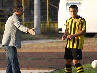 """Михаела и Илиян са щастливи заедно, а футболистът нито за момент не съжалява, че е избрал третодивизионния """"Ботев"""". СНИМКИ: НАТАША МАНЕВА И АРХИВ"""