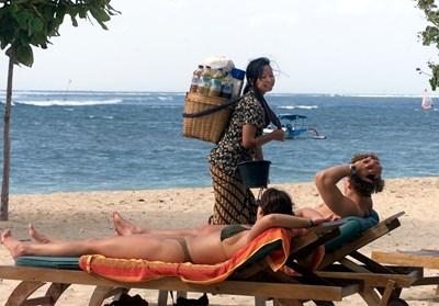 Интернет става много сериозен фактор при избора къде човек да се установи да живее и работи. Остров Бали се възползва много добре от това. СНИМКА: РОЙТЕРС