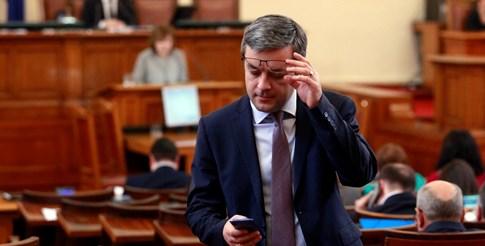 Тома Биков прочете декларацията от името на ПГ на ГЕРБ. СНИМКА: ВЕЛИСЛАВ НИКОЛОВ