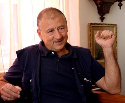 700 лв. на месецнаграда заПавел Поппандов