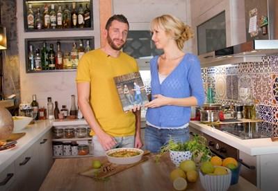 Мила и Толик пробват баклавата с ябълки на Манчев и Шишков (Видео)
