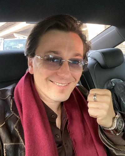 Безруков често пуска свои снимки във фейсбук и разказва как минава денят му.