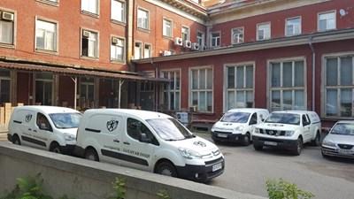 Крадците, които задигнаха 1,8 млн. лв. са проникнали в сградата, след като разбили задния  вход.