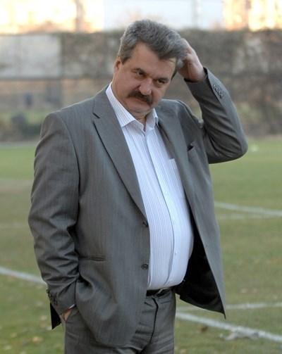 """Батков дарил 10 000 лв. на """"Левски"""""""