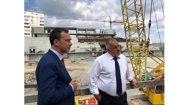 Борисов инспектира строежа на Арена Бургас, открива модерно IT училище (Снимки, видео)