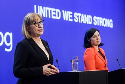 Цецка Цачева и Вера Йоурова говорят на пресконференцията. СНИМКА: РОЙТЕРС