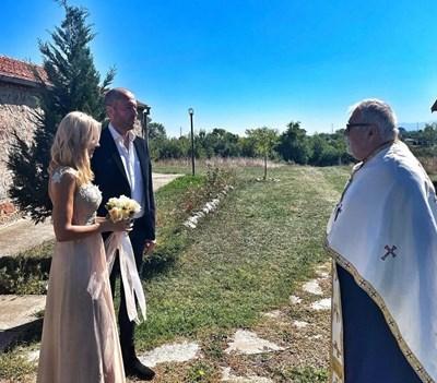 Мария Игнатова и Ивайло Цветков-Нойзи се венчаха в с. Житен. СНИМКА: ИНСТАГРАМ