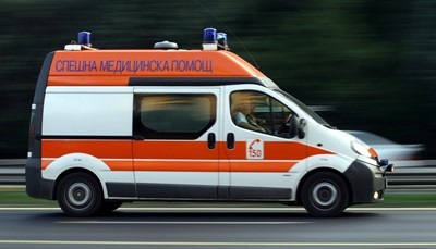 До късно вечерта и дневни, и нощни екипи на болниците и Спешна помощ се бореха за живота на пострадалите.