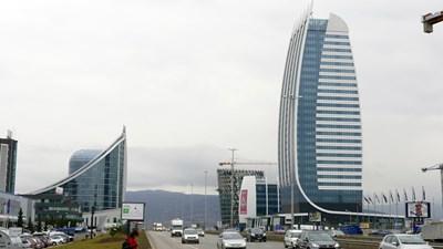 """При проектиране на високи сгради в София да се търсят решения за опазване на птиците, препоръчват експертите.  СНИМКА: """"24 ЧАСА""""."""