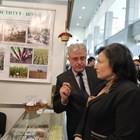 Министърът на земеделието Десислава Танева разгледа с интерес щандовете на научните институти от Селскостопанска академия