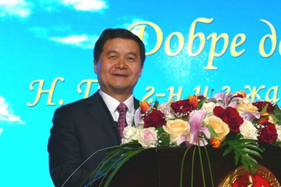 Негово превъзходителство Дун Сяодзюн е  извънреден и пълномощен посланик на Китайската народна република в Република България