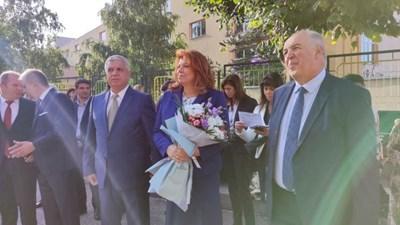 Вицепрезидентът Йотова на откриването на учебната година в Благоевград. СНИМКА: Антоанета Маскръчка