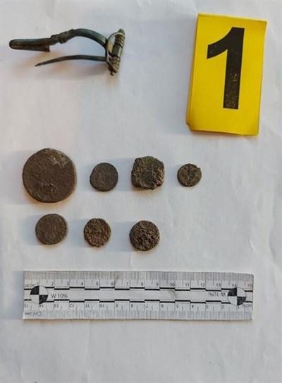 При двете акции граничните полицаи са разкрили старинни предмети. Снимка: Гранично полицейско управление - Силистра