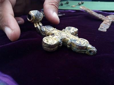 Уникалният златен кръст реликварий СНИМКА: Дима Максимова