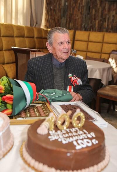 Димитър Аврамов стана на 100 г. СНИМКИ: ОБЩИНА ПЕТРИЧ