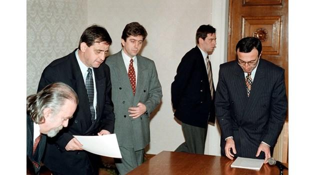 Истината за върнатия от Добрев мандат през 1997 г.: Първанов отказал мандат за правителство още на Коледа 1996 г.