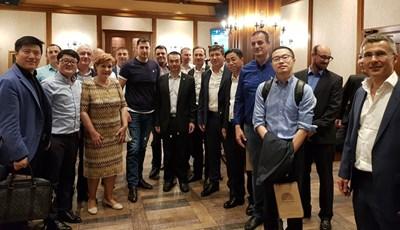 Кметът Иван Тотев и Менда Стоянова с представители на китайския инвеститор