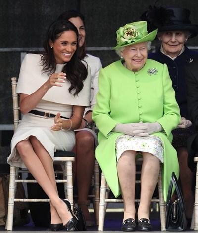 Елизабет Втора и Меган Маркъл Снимки: Туитър/ The Royal Family