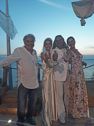Коцето Калки, съпругата му Мартина и кумовете им Ани и Момчил Колеви  СНИМКА: ЛИЧЕН АРХИВ