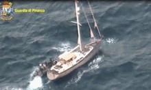 Двама българи са арестувани с 11 тона хашиш в яхтата им до Сицилия. Полицията обаче не знае какъв е каналът на дрогата