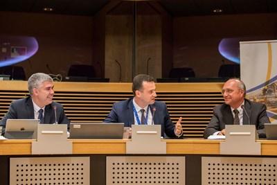 """Зам.-министърът на енергетиката Жечо Станков по време на представяне на междинните резултати от предпроектното проучване за хъб """"Балкан"""""""