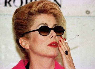 Катрин Деньов пуши цигара от цигара, казва неин близък. СНИМКИ: РОЙТЕРС