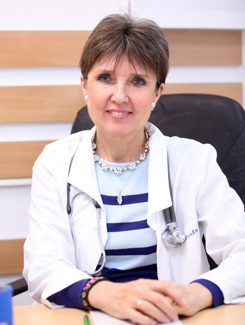 Д-р София Ангелова е специалист по белодробни болести и по вътрешни болести. Председател е на Националната асоциация за профилактика на белодробните болести. Членува в Дружеството по белодробни болести, Европейското респираторно дружество и Дружеството по нетрадиционна китайска медицина.
