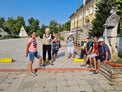 Жители на Кръстевич се готвят да затворят пътя.