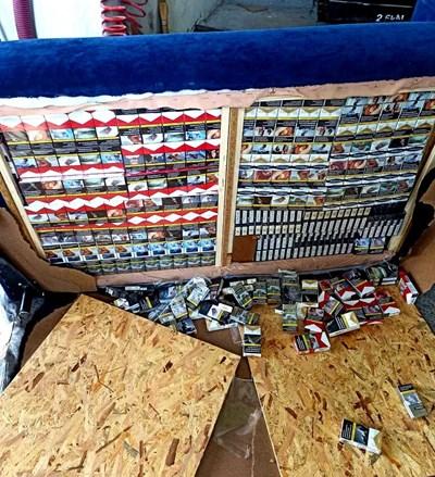 """Контрабандни цигари на """"Дунав мост"""" - Видин Снимки: Агенция """"Митници"""""""
