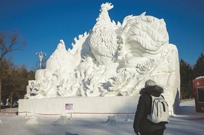 Скулптурите от сняг в китайския град Харбин успяват да се задържат няколко месеца за радост на туристите от цял свят. СНИМКИ: ВЕЛИН И МАРИЯ ПАСКОВИ