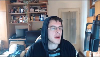 Димитър Кожухаров докара глоба от малко над 47 хил. лв. на фирма, с която имал устна договорка. Кадърът е от едно от видеата, в което той напада техен конкурент.