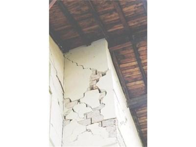В Перник почти няма сграда, която да не е пострадала от земетресението. Снимка: 24 часа