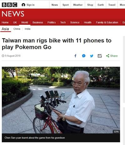 """Дядо монтира 11 смартфона на велосипеда си, за да играе """"Покемон гоу"""" Факсимиле: BBC"""