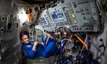Астронавт съветва: Докоснете истинска хартия! Дава сила!