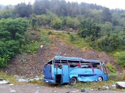 Автобусът ковчег, който се преобърна край Своге СНИМКА: Йордан Симеонов