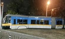 Трамвай излезе от релсите и се заби в стълб
