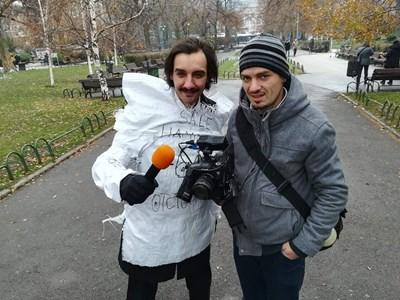 Репортерът Димитър Мартинов с оператора Петър Петров
