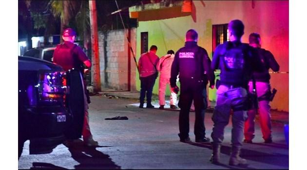 Разстреляха 8 души при кървава баня в игрална зала в Мексико