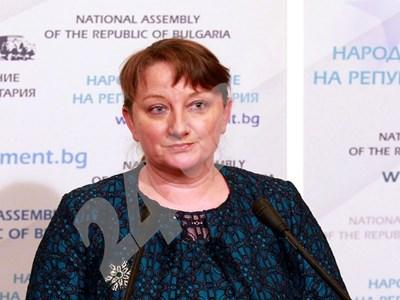 Социалният министър Деница Сачева обясни в сряда как ще работи мярката. СНИМКА: 24 часа