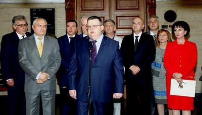 Прокуратурата, МВР и министерството на здравеопазването се срещнаха заради зачестилите случаи на агресия срещу лекари. Снимки: Десислава Кулелиева