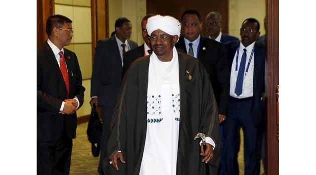 Битката за Африка. Москва помага на бивш генерал в Либия да се бори за властта и контрола върху нефта й
