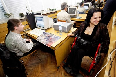 Държавната администрация организира специален конкурс за подбор на хора с увреждания през 2009 г. Оттогава обаче и там не е правена подборка за такива служители. СНИМКА: Булфото